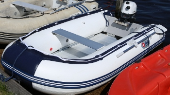 verhuur-rubberboot-met-motor