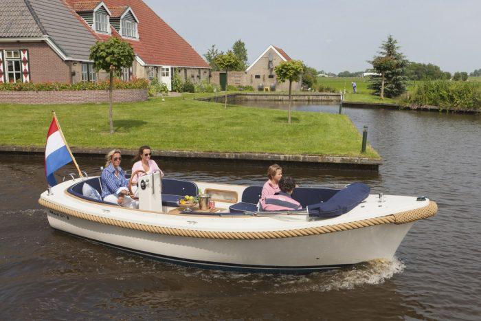 Luxe-sloep-huren-in-Friesland