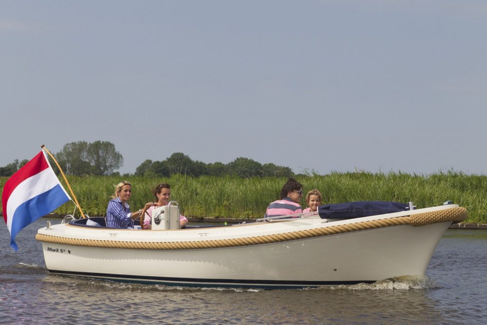 Sloep-huren-in-Friesland